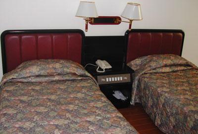 招待所ベッド
