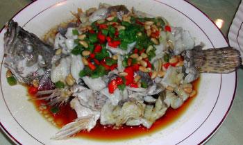 松子蒸桂魚