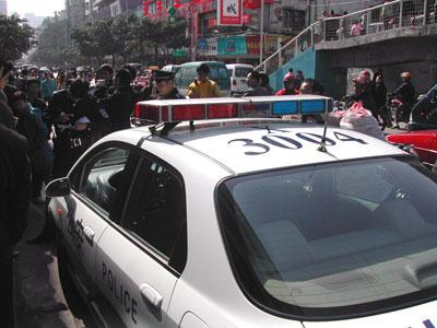 公安パトカー