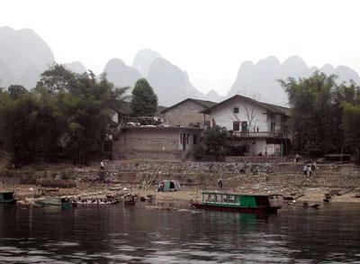 漓江沿いの村