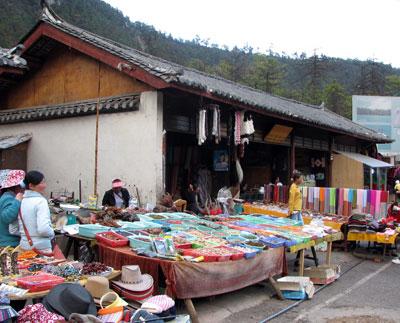 ナシ族の土産物店