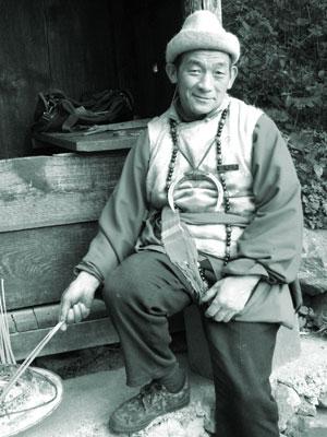 納西族のおじさん